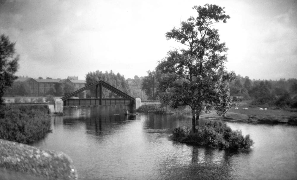 Wensum M and GN rail bridge from Dolphin Br [B154] 1931-00-00